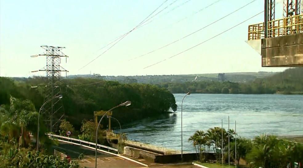 Treinamento foi realizado ao longo de 12 quilômetros do Rio Grande, no trecho que compreende a Usina Hidrelétrica de Igarapava, SP — Foto: Luciano Tolentino/EPTV