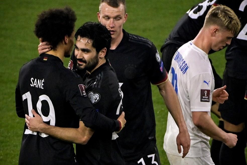 Tetracampeã estreou camisa na vitória por 3 a 0 diante da Islândia — Foto: Tobiasd Schwarz/EFE