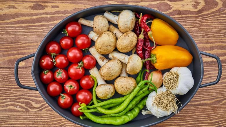 Comida repleta de vegetais (Foto: Pixabay)