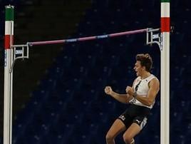 Sueco quebra recorde mundial que durava 26 anos no salto com vara (Paolo Bruno/Getty Images))