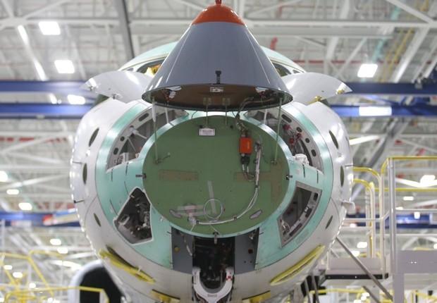 Avião em fábrica da empresa canadense Bombardier (Foto: Clement Sabourin, AFP/Getty Images)