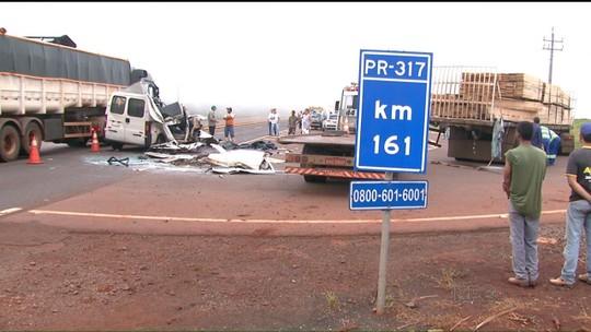 Acidente entre caminhões e van deixa cinco mortos