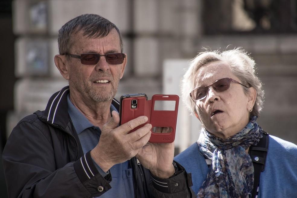 Monitoramento do telefone e das redes sociais é um dos sinais de alerta para o controle coercitivo — Foto: rottonara/Pixabay