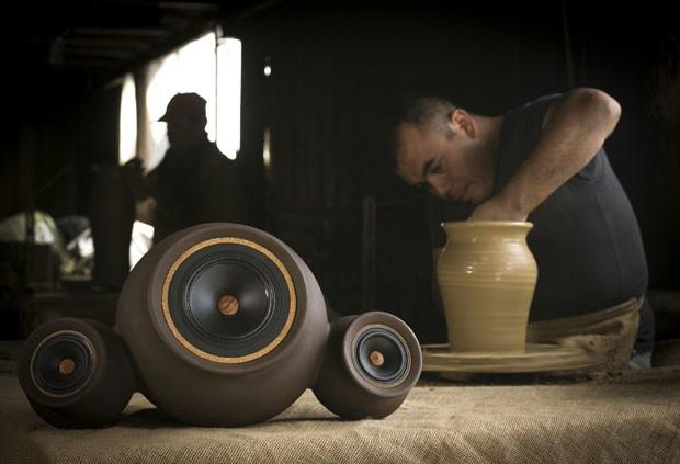 Alto-falantes de cerâmica em forma de vaso unem tradição e tecnologia (Foto: Divulgação)