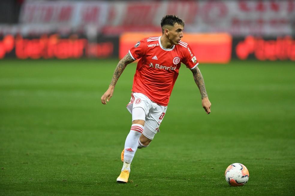 Saravia também rompeu o ligamento cruzado anterior do joelho direito — Foto: Ricardo Duarte/Divulgação, Inter