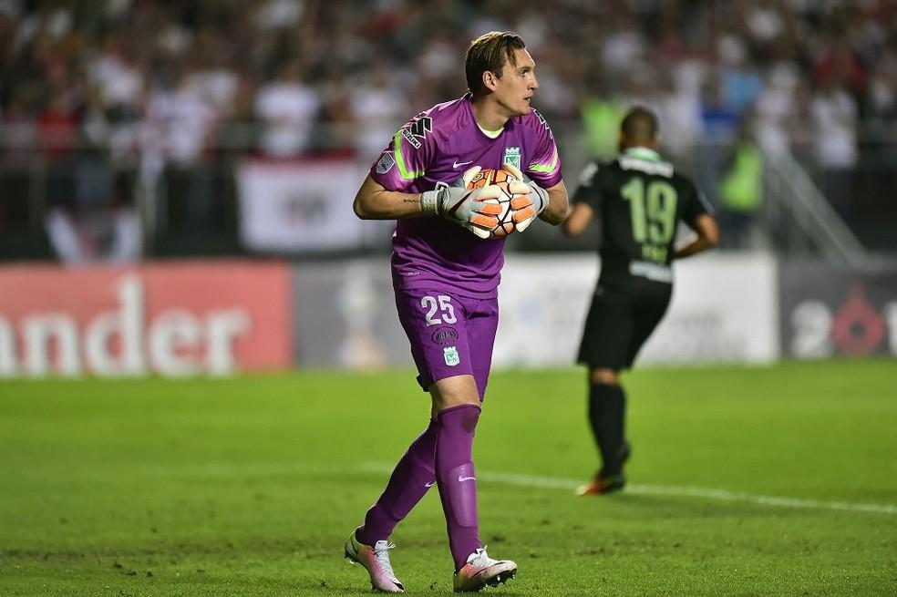 Goleiro Armani defenderá o River Plate (Foto: Marcos Ribolli)