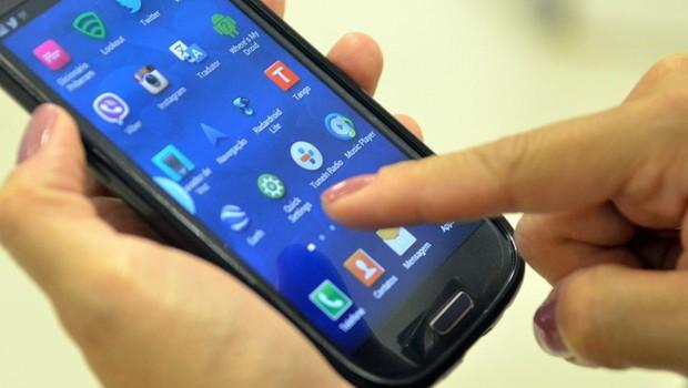 Os usuários de smartphones ficaram em média três horas por dia usando aplicativos móveis (Foto: Reprodução/Agência Brasil)