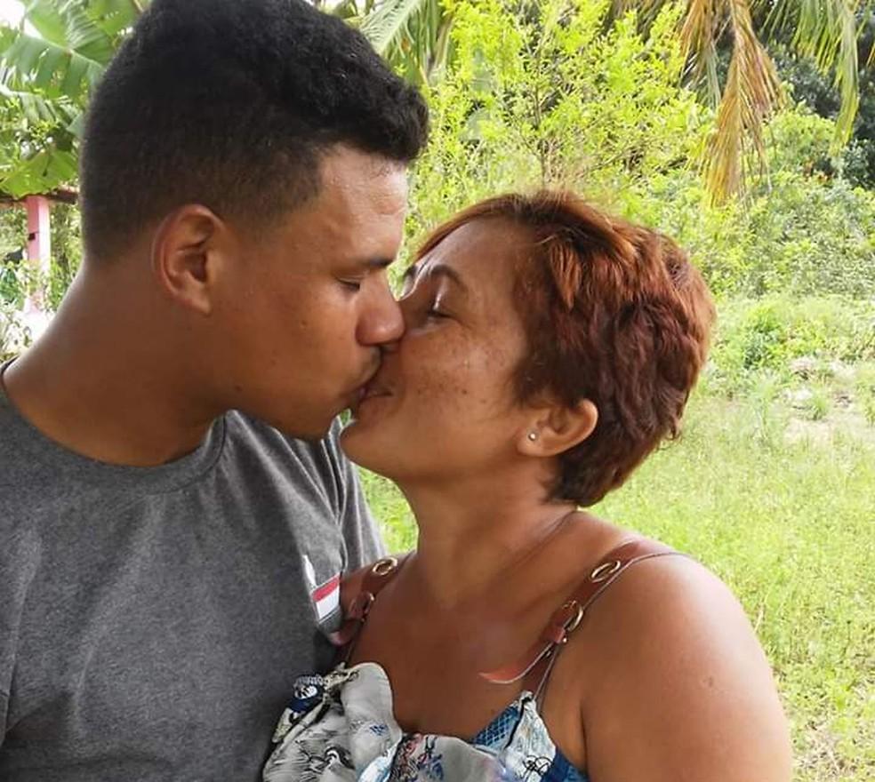 Valberto apoiou Joelma desde a descoberta do câncer de mama — Foto: Joelma dos Santos Silva/ Arquivo pessoal