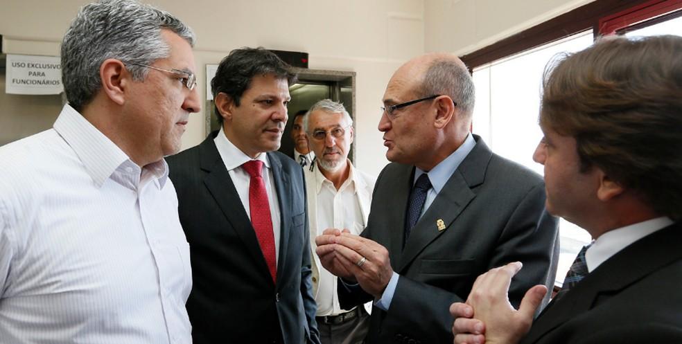 José de Filippi Júnior, candidato do PT à Prefeitura de Diadema, ao lado de Fernando Haddad (PT), de quem foi secretário municipal de saúde na capital paulista. — Foto: Acervo Pessoal