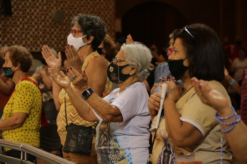 Fiéis no primeiro dia da novena no Santuário Nacional — Foto: Gustavo Marcelino/Santuário Nacional