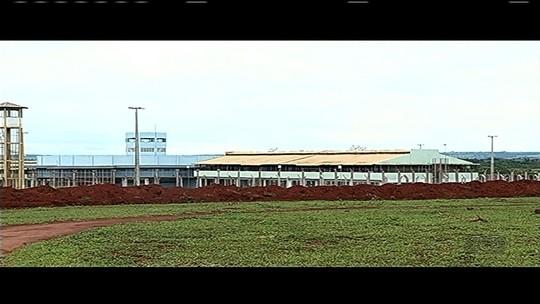 Onze presos fogem de cadeia em Itumbiara; agente e detento são baleados