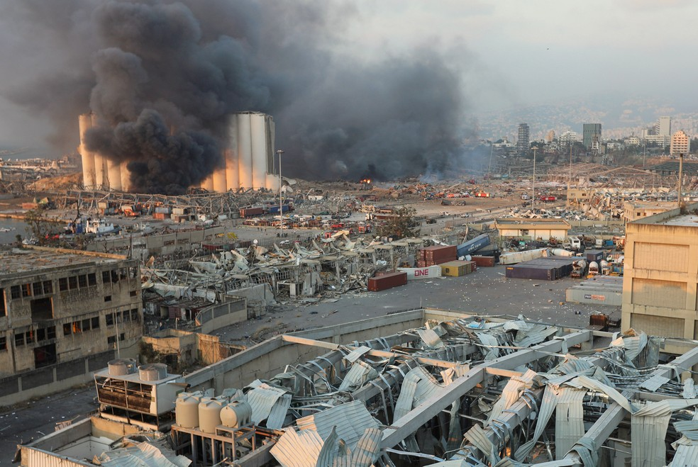 Fumaça sobe após explosão em Beirute, no Líbano — Foto: Mohamed Azakir/Reuters