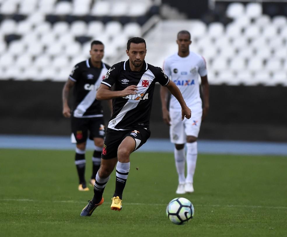 Jogo contra o Santos, no último dia 16, pode ter sido o último de Nenê com a camisa do Vasco (Foto: André Durão)