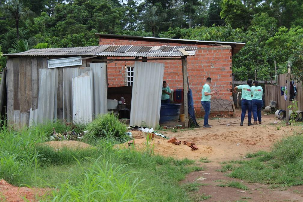 Voluntários constroem casa em bairro no extremo sul de Porto Velho — Foto: Diêgo Holanda/G1