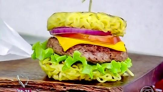 Hambúrguer de Macarrão Instantâneo