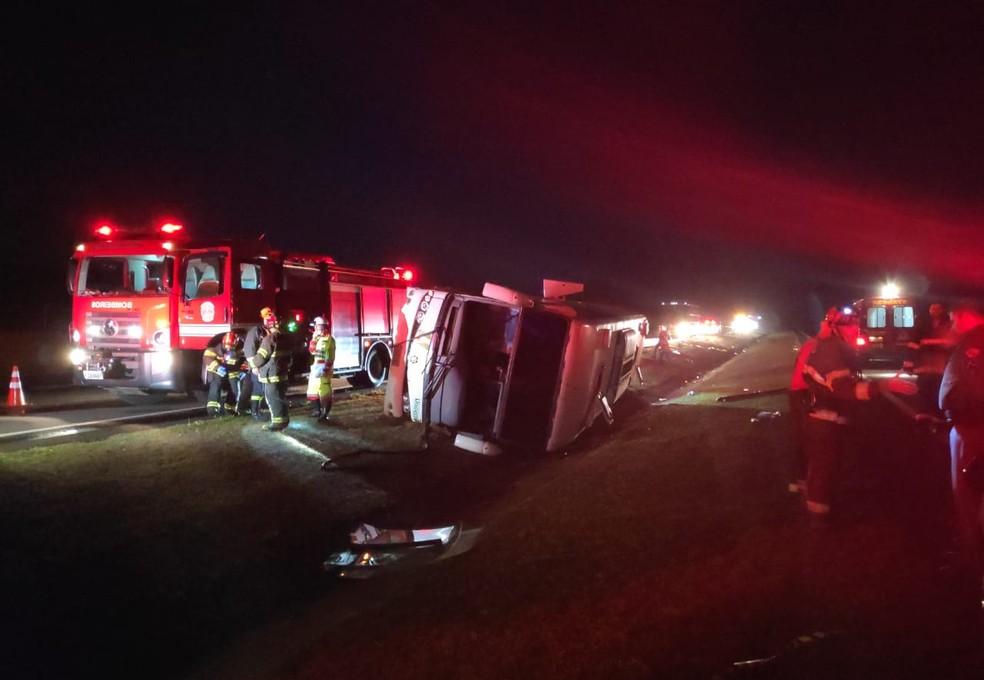 Acidente foi em alça de acesso para a Rodovia Raposo Tavares (SP-270) — Foto: Polícia Rodoviária/Cedida