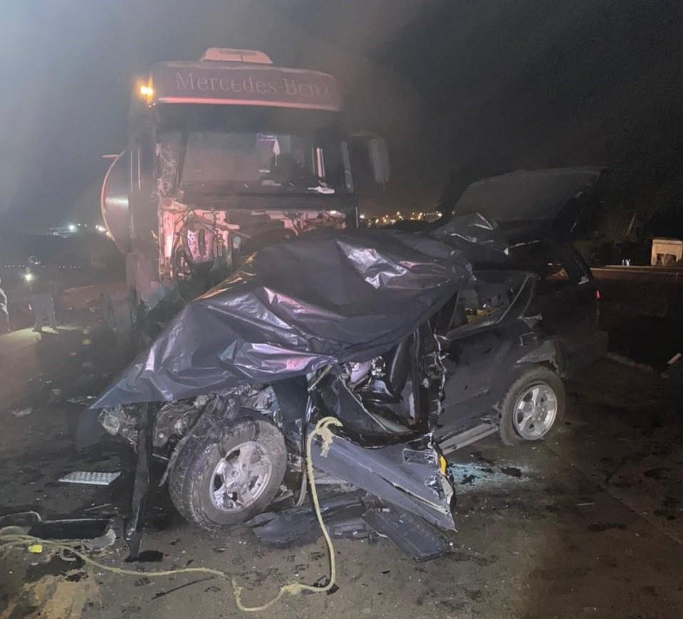 Batida entre carro e caminhão deixa um morto e 3 feridos na PRC-466, em Pitanga