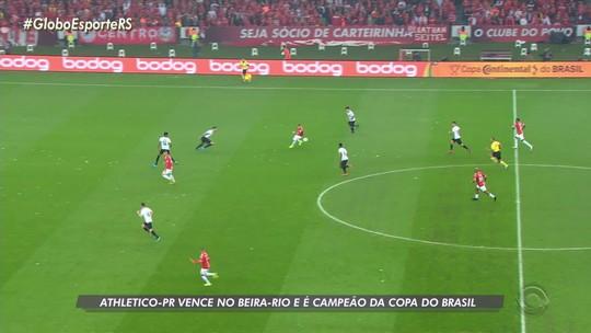 Inter segue protocolo e recebe medalhas de prata no vestiário após vice da Copa do Brasil