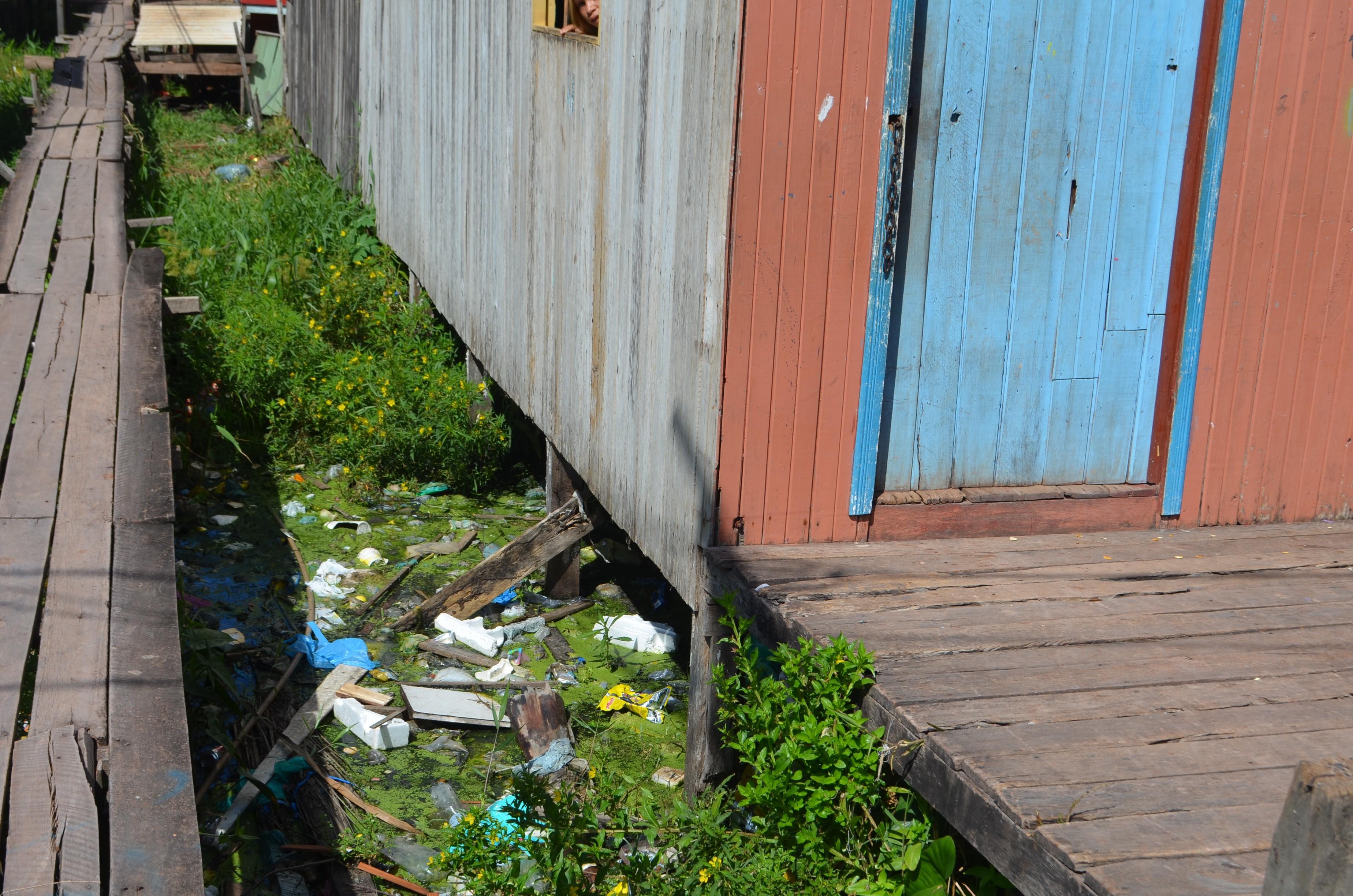 De cada 10 habitantes, 9 não têm rede de esgoto em Macapá, aponta pesquisa