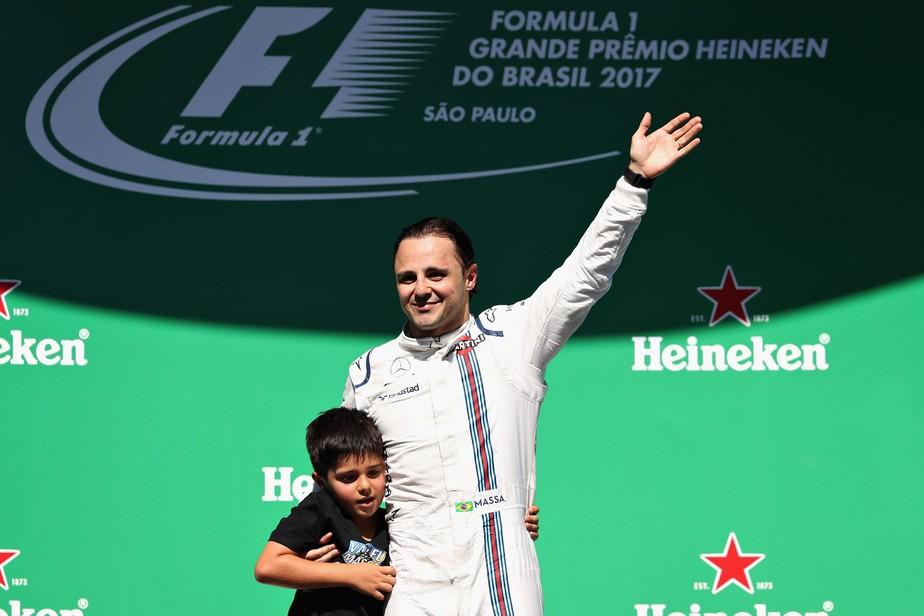 Mensagem do filho, reverência dos fãs e palmas de Alonso: a 2ª despedida de Massa