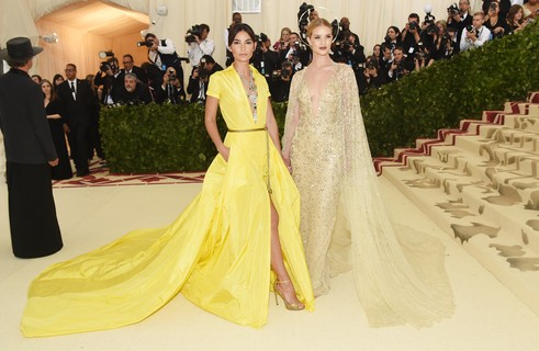 Lily Aldridge e Rosie Huntington-Whiteley, de Ralph Lauren