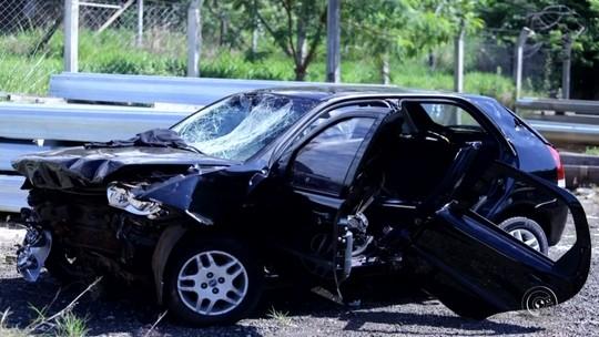 Corpo de motorista de 18 anos é enterrado após acidente que deixou mais quatro jovens feridos