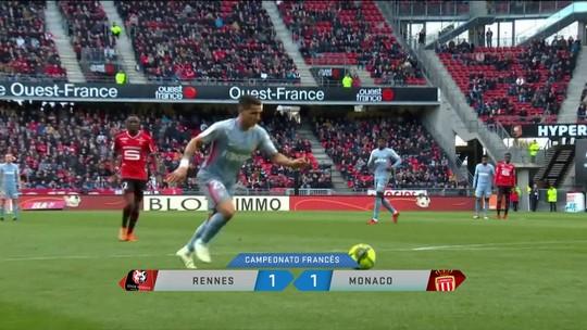 Monaco empata em jogo com bolada no bandeirinha e gol perdido incrível
