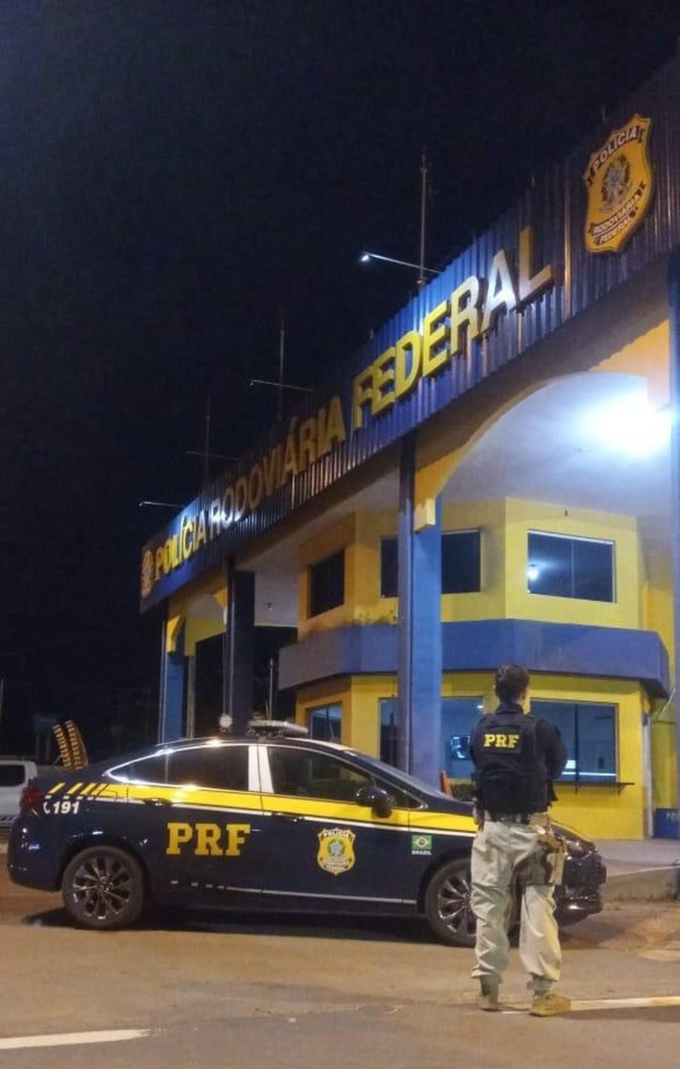 Motorista foi encaminhado para o plantão da Polícia Civil do bairro Anjo da Guarda em São Luís — Foto: Divulgação/Polícia Rodoviária Federal