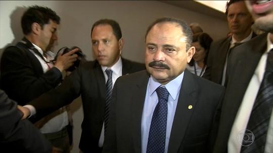 Waldir Maranhão sofre pressão e pode deixar comando da Câmara