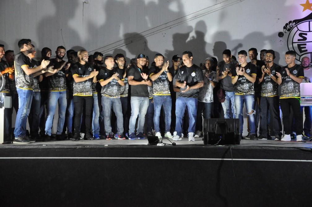 Jogadores e comissão técnica do São Raimundo são apresentados oficialmente — Foto: Gustavo Campos/GloboEsporte.com
