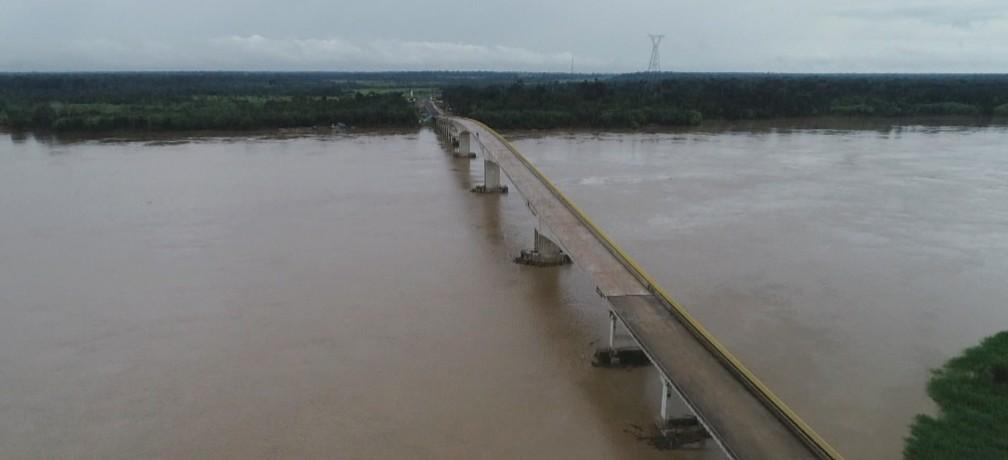 Ponte sobre o rio Madeira, em Abunã, está com estrutura pronta.  — Foto: Reprodução/Rede Amazônica
