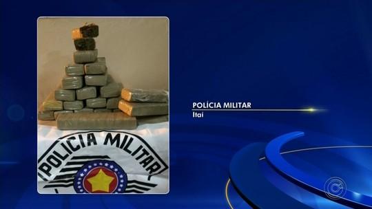 Trio é preso após PM apreender 20 quilos de maconha em Itaí