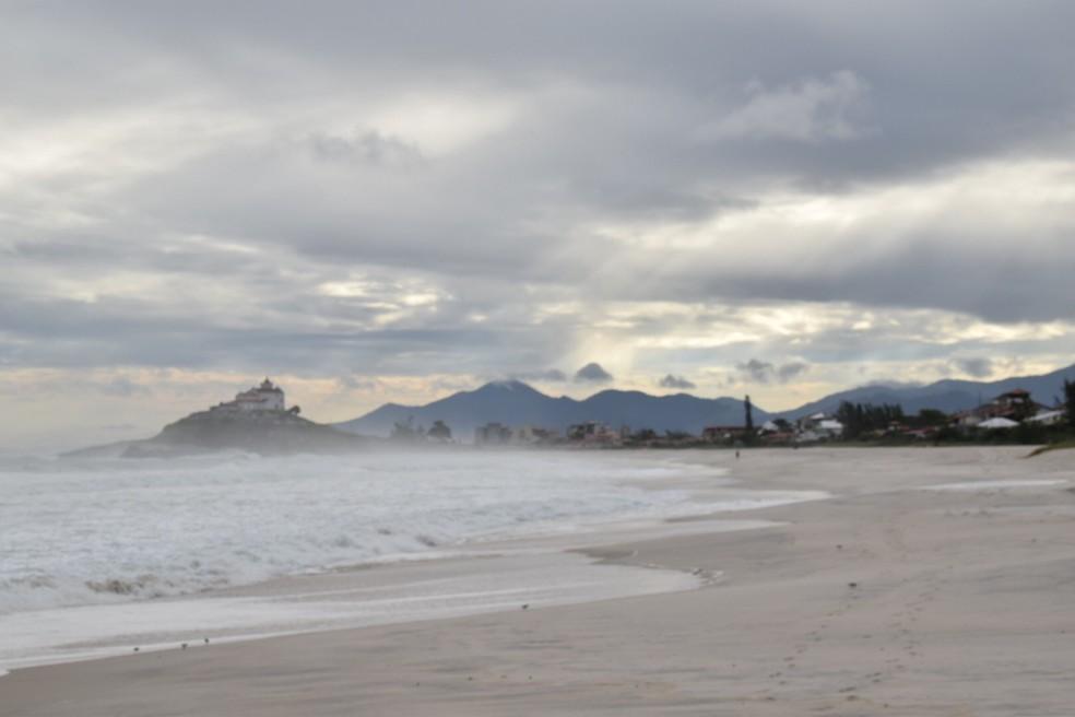 Praia de Itaúna será o palco da etapa brasileira do Mundial de Surfe (Foto: Gustavo Garcia)