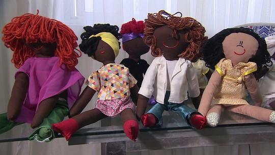 Ateliê de brinquedos faz sucesso fabricando bonecos negros