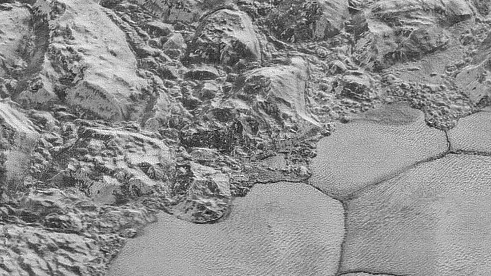 Pesquisadores concluíram que, por conta do ar rarefeito e da gravidade muito mais baixa do que na Terra, ventos até 100 vezes mais fracos do que o necessário para formar dunas por aqui já seriam suficientes para formá-las em Plutão (Foto: Nasa)