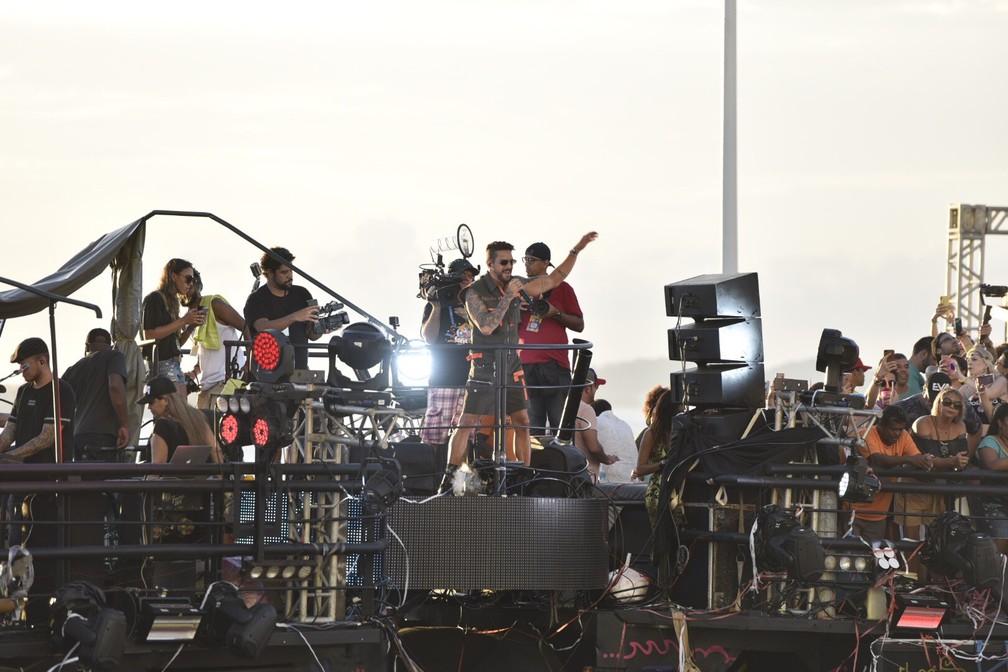 Felipe Pezzoni, da Banda Eva, arrasta foliões na Barra/Ondina. — Foto: Elias Dantas/Ag. Haack