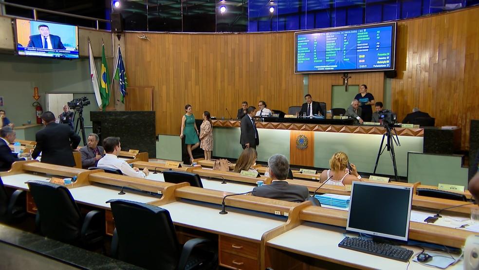 Presidente da Casa e outros vereadores foram presos pelo Gaeco em Uberlândia — Foto: Reprodução/TV Integração