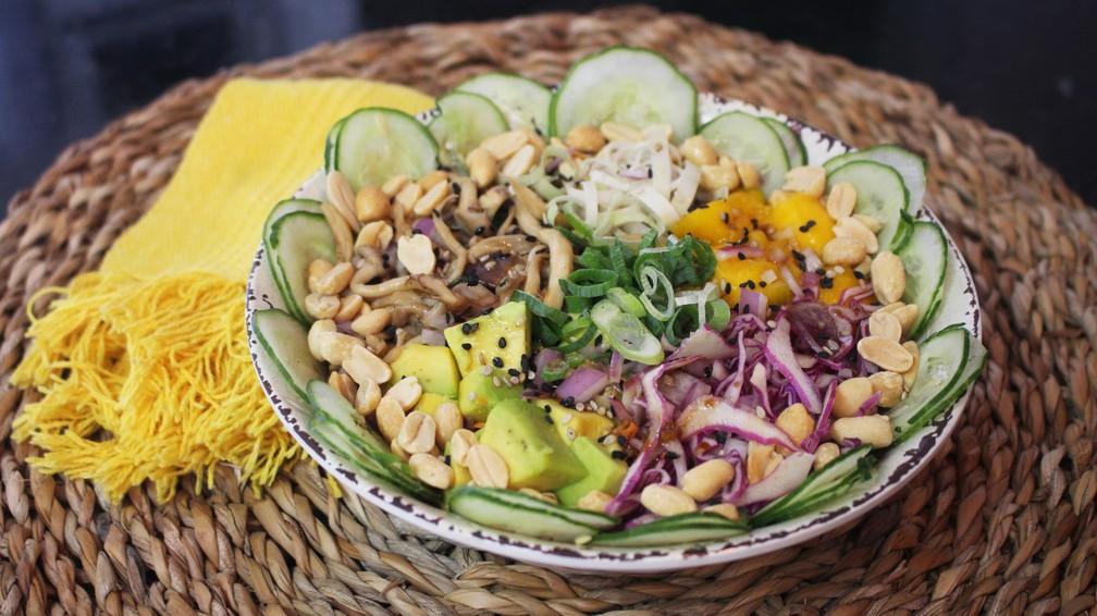 Poke vegetariano é gostoso, colorido, saudável e fácil de fazer ...