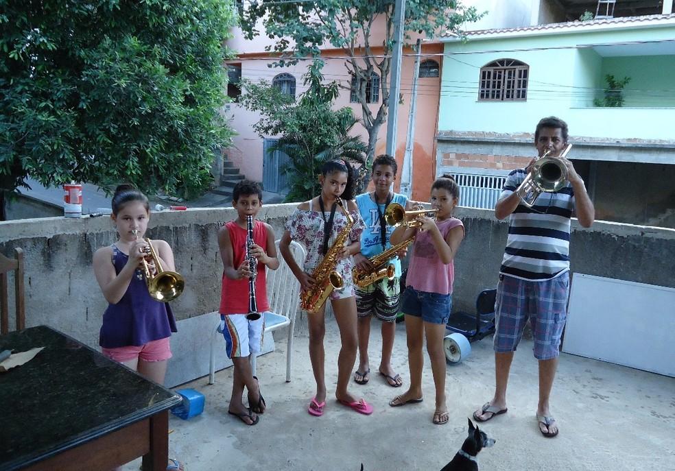 Ensaios também acontecem na casa do professor Moacir Andrade (Foto: Divulgação/Banda Jesus de Nazaré)