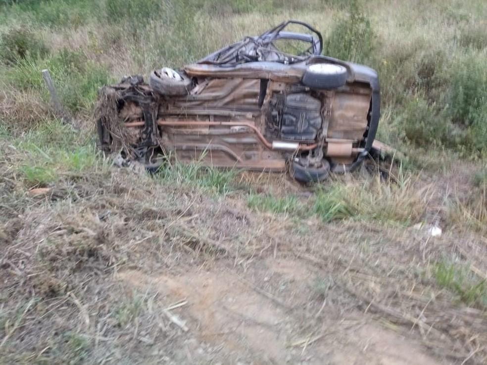 Veículo ficou destruído em Colatina — Foto: Reprodução/TV Gazeta