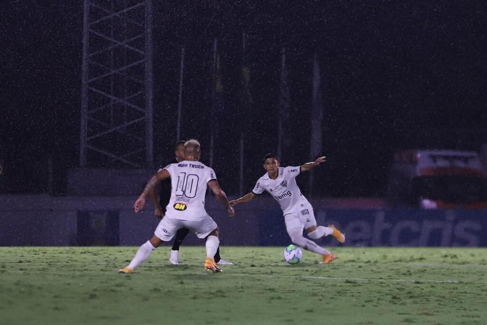Eduardo Vargas e Jefferson Savarino em Bragantino 2x2 Atlético — Foto: Divulgação/Atlético
