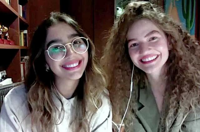 O duo Anavitória durante as gravações remotas do programa 'Revista Curta!' (Foto: Divulgação)