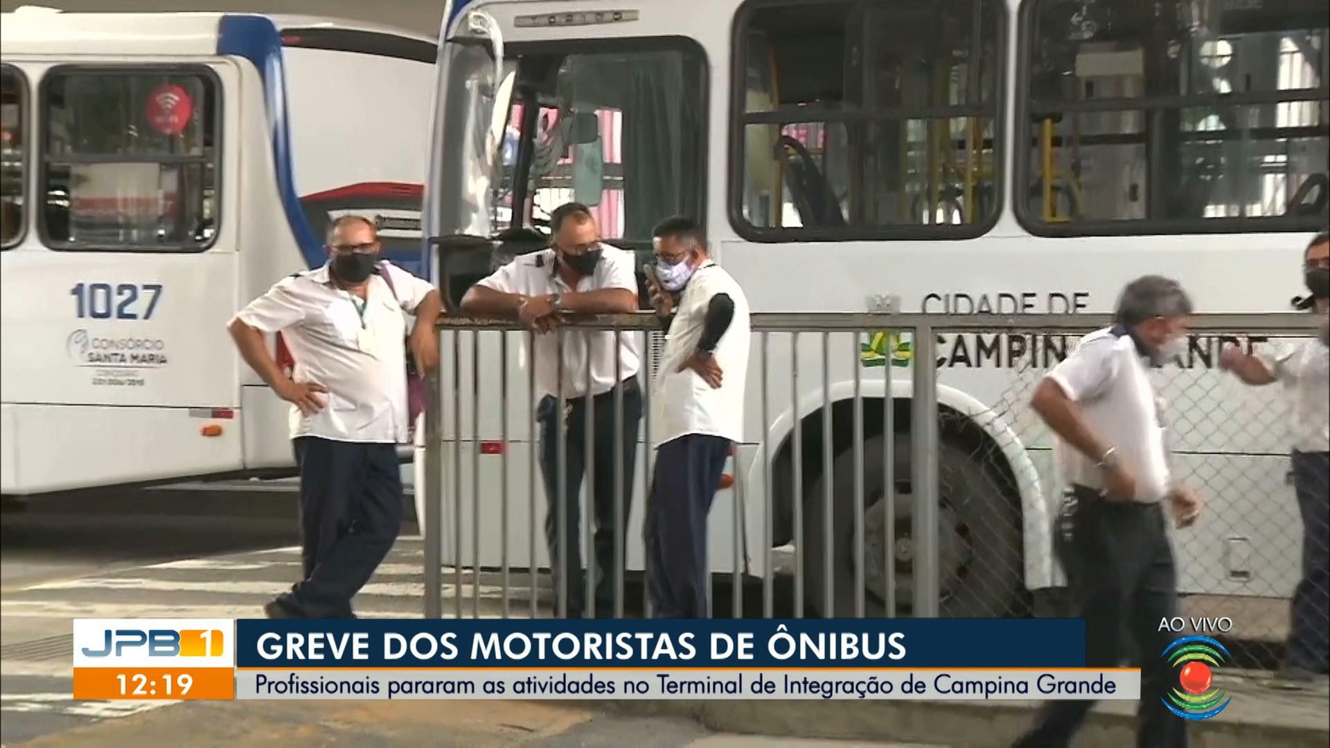 Motoristas de ônibus paralisam serviços em Campina Grande