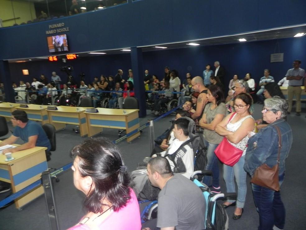 Cadeirantes protestam contra falta de transporte adaptado na São José (Foto: Arquivo Pessoal)