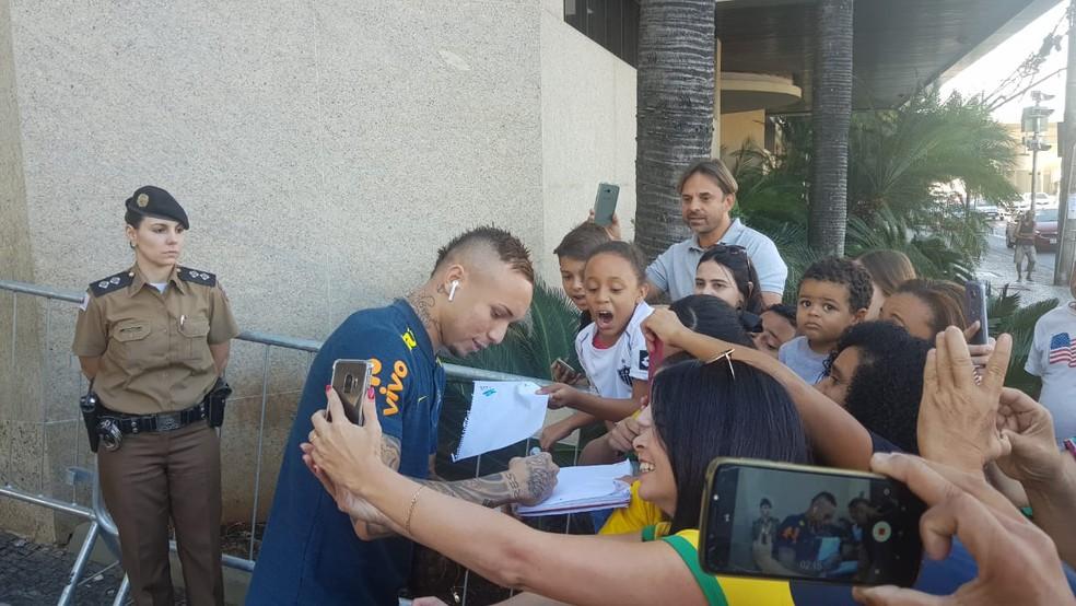 Everton Cebolinha se tornou xodó da Seleção — Foto: Gabriel Duarte