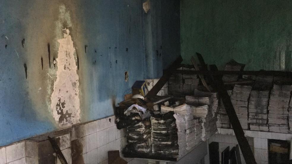 Documentos ficaram destruídos pelo fogo — Foto: WhatsApp/Reprodução