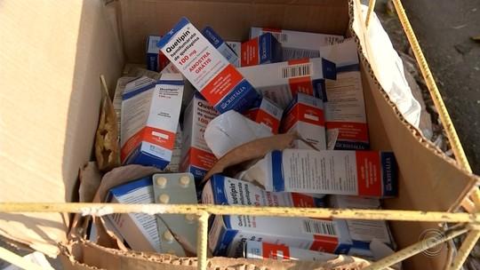 Caixa com remédios para esquizofrenia é achada jogada em rua do centro de Bauru