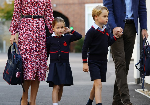 LONDON, UNITED KINGDOM - SEPTEMBER 5: Princess Charlotte arrives for her first day of school, with her brother Prince George and her parents the Duke and Duchess of Cambridge, at Thomas's Battersea in London on September 5, 2019 in London, England. (Photo (Foto: Getty Images)