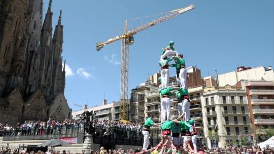 Catalães desafiam a gravidade para montar castelos humanos