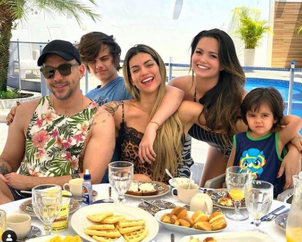 Kelly Key com o marido e os filhos: Suzanna, Jaime e Artur — Foto: Reprodução / Instagram